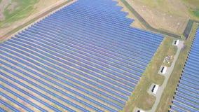 Εναέρια βιομηχανικά ηλιακά πλαίσια άποψης απόθεμα βίντεο