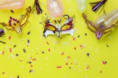 Εναέρια εικόνα άποψης επιτραπέζιων κορυφών της όμορφης ζωηρόχρωμης μάσκας καρναβαλιού Στοκ φωτογραφία με δικαίωμα ελεύθερης χρήσης