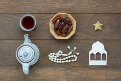 Εναέρια εικόνα άποψης επιτραπέζιων κορυφών των διακοπών Ramadan Kareem διακοσμήσεων Στοκ φωτογραφία με δικαίωμα ελεύθερης χρήσης