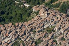 Εναέρια εικόνα της κωμόπολης Artena στη μητροπολιτική πόλη του Ρ Στοκ Φωτογραφία