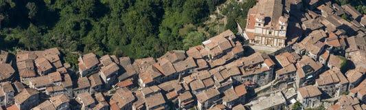 Εναέρια εικόνα της κωμόπολης Artena στη μητροπολιτική πόλη του Ρ Στοκ Εικόνα