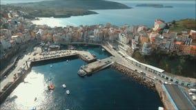 Εναέρια θέα Malpica Λιμένας και πόλη Ένα Coruña απόθεμα βίντεο