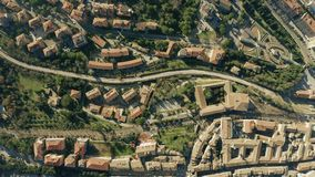 Εναέρια κορυφή κάτω από την άποψη της εικονικής παράστασης πόλης της Περούτζια Ιταλία απόθεμα βίντεο