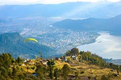 Εναέρια λίμνη Νεπάλ Phewa άποψης ανεμόπτερων Pokhara Στοκ Φωτογραφίες