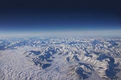 εναέρια μπλε βαθιά όψη ουρανού βουνών Στοκ Φωτογραφία