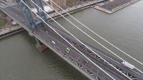 Εναέρια πανοραμική γέφυρα του Μανχάταν βιντεοσκοπημένων εικονών απόθεμα βίντεο