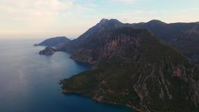 Εναέρια πυροβοληθείσα πτήση επάνω από το δάσος βουνών στην περιοχή Μαύρης Θάλασσας της Τουρκίας Βουνό Nebiyan απόθεμα βίντεο