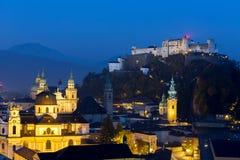 Εναέρια πόλη άποψης του Σάλτζμπουργκ με Hohensalzburg στο σούρουπο, Σάλτζμπουργκ Αυστρία Στοκ φωτογραφίες με δικαίωμα ελεύθερης χρήσης