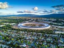 Εναέρια φωτογραφία της νέας πανεπιστημιούπολης της Apple κάτω από την κατασκευή σε Cupetino Στοκ Φωτογραφία