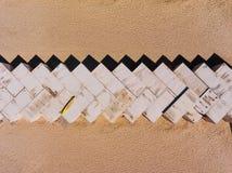 Εναέρια φωτογραφία τοπ άποψης των εμπορευματοκιβωτίων φορτίου στις σειρές στην παραλία Εμπορευματοκιβώτιο φορτίου Στοκ φωτογραφία με δικαίωμα ελεύθερης χρήσης