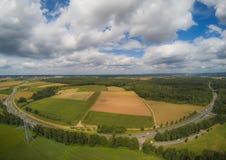Εναέρια φωτογραφία του τοπίου κοντά στην πόλη Herzogenaurach στη Βαυαρία στη Γερμανία στοκ φωτογραφία