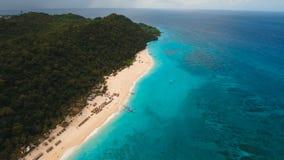 Εναέρια όμορφη παραλία άποψης στο τροπικό νησί Νησί Φιλιππίνες Boracay απόθεμα βίντεο