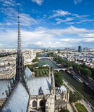 Εναέρια όψη του Παρισιού από τους πύργους της Νοτρ Νταμ Στοκ Φωτογραφία
