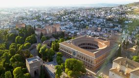 εναέρια όψη Alhambra παλάτι άνωθεν μια όμορφη ημέρα Γρανάδα Ισπανία απόθεμα βίντεο