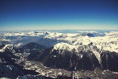 εναέρια aiguille chamonix προορισμού du Midi όψη κοιλάδων βουνών πανοραμική μέγιστη δημοφιλής τουριστική Δημοφιλής τουριστικός πρ Στοκ εικόνες με δικαίωμα ελεύθερης χρήσης