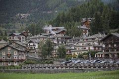 εναέρια aosta cogne hdr όψη πόλης κοιλάδων τεχνικής immagine επεξεργασμένη η Ιταλία μικρή Φθινόπωρο στοκ εικόνα