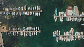 Εναέριες βάρκες άποψης σε μια αποβάθρα φιλμ μικρού μήκους