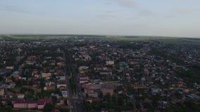 Εναέριες βιομηχανικές εγκαταστάσεις πόλεων τοπίων στις όχθεις ποταμού απόθεμα βίντεο