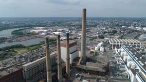 Εναέριες βλασταημένες βιομηχανικές εγκαταστάσεις παραγωγής ενέργειας απόθεμα βίντεο