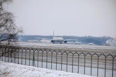 Εναέριοι διάδρομοι Boeing Etihad 777-300 a6-ETL στοκ φωτογραφίες