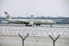 Εναέριοι διάδρομοι Boeing Etihad 777-300 a6-ETL στοκ φωτογραφίες με δικαίωμα ελεύθερης χρήσης
