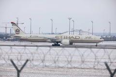 Εναέριοι διάδρομοι Boeing Etihad 777-300 a6-ETL στοκ εικόνες με δικαίωμα ελεύθερης χρήσης