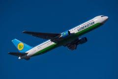 Εναέριοι διάδρομοι Boeing 767 του Ουζμπεκιστάν Στοκ Εικόνα