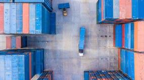 Εναέριος βιομηχανικός λογιστικός άποψης με το εμπορευματοκιβώτιο, ρυμουλκό, γερανός λ στοκ φωτογραφίες με δικαίωμα ελεύθερης χρήσης