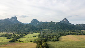 Εναέριος δρόμος άποψης στην ωχρή επαρχία Lopburi Ταϊλάνδη απαρατήρητο Lopburi ναών Wat Weyru Στοκ Φωτογραφία