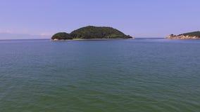 Εναέριος κηφήνας που πετά πέρα από τη θάλασσα φιλμ μικρού μήκους
