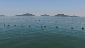 Εναέριος κηφήνας που πετά πέρα από τη θάλασσα απόθεμα βίντεο