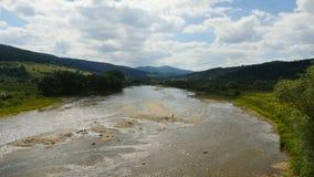 Εναέριος ποταμός βουνών φιλμ μικρού μήκους
