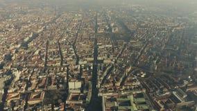 Εναέριος πυροβολισμός μεγάλου υψομέτρου της πόλης του Μιλάνου Ιταλία Λομβαρδία στοκ φωτογραφία