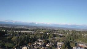 Εναέριος πυροβολισμός προς τα πάνω επάνω από τον ορίζοντα στο όμορφο Pacific Northwest φιλμ μικρού μήκους