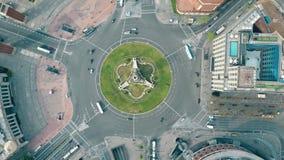Εναέριος πυροβολισμός Plaza de Espana στη Βαρκελώνη, Ισπανία Κυκλοφορία πόλεων διασταυρώσεων κυκλικής κυκλοφορίας Στοκ Εικόνες