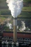 εναέριος σταθμός παραγωγής ηλεκτρικού ρεύματος καπνοδόχων Στοκ Εικόνες