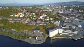 Εναέριος συλλάβετε της πόλης του Τρόντχαιμ, Νορβηγία - ηλιόλουστη θερινή ημέρα απόθεμα βίντεο