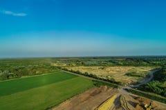 Εναέριο αμμοχάλικο άποψης που εξορύσσει από τον αέρα σε ένα κοίλωμα αμμοχάλικου στοκ φωτογραφία με δικαίωμα ελεύθερης χρήσης