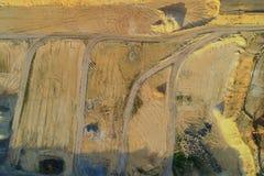 Εναέριο αμμοχάλικο άποψης που εξορύσσει από τον αέρα σε ένα κοίλωμα αμμοχάλικου στοκ εικόνες με δικαίωμα ελεύθερης χρήσης