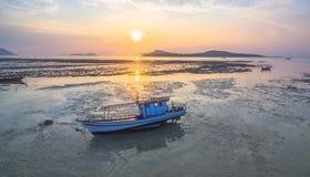 Εναέριο αλιευτικό σκάφος άποψης στην ανατολή Στοκ Εικόνες