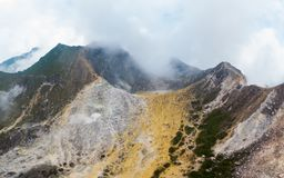 Εναέριο ηφαίστειο Sibayak άποψης, ενεργό caldera που βράζει στον ατμό, προορισμός ταξιδιού σε Berastagi, Sumatra, Ινδονησία στοκ φωτογραφία