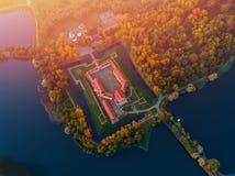 Εναέριο κάστρο Nesvizh φωτογραφιών το βράδυ φθινοπώρου, λευκορωσικό Μινσκ στοκ φωτογραφία με δικαίωμα ελεύθερης χρήσης