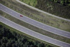 εναέριο κόκκινο αυτοκι&nu στοκ φωτογραφία με δικαίωμα ελεύθερης χρήσης