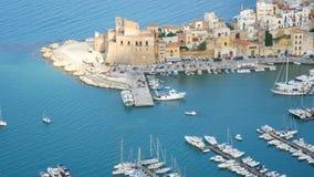 Εναέριο λιμάνι άποψης του castellammare del Golfo Σικελία Ιταλία φιλμ μικρού μήκους
