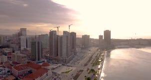 Εναέριο μήκος σε πόδηα κόλπων Luandaστην Αφρική απόθεμα βίντεο
