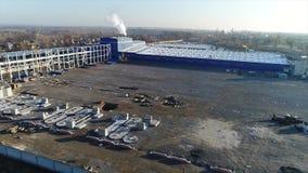 Εναέριο μήκος σε πόδηα μεγάλου βιομηχανικού ενός σύνθετου Κατασκευή εγκαταστάσεων, εναέρια άποψη 4K απόθεμα βίντεο