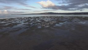 Εναέριο μήκος σε πόδηα της λίμνης πρωινού απόθεμα βίντεο