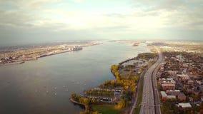 Εναέριο μήκος σε πόδηα του Μόντρεαλ και της πόλης Longueuil, Κεμπέκ, Καναδάς φιλμ μικρού μήκους