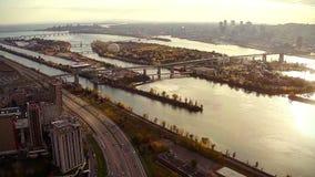 Εναέριο μήκος σε πόδηα του Μόντρεαλ και της πόλης Longueuil, Κεμπέκ, Καναδάς απόθεμα βίντεο