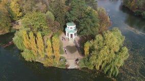 Εναέριο πανοραμικό βίντεο από τον κηφήνα στο εθνικό dendrological πάρκο Sofiyivka στην πόλη Uman, Ουκρανία φιλμ μικρού μήκους